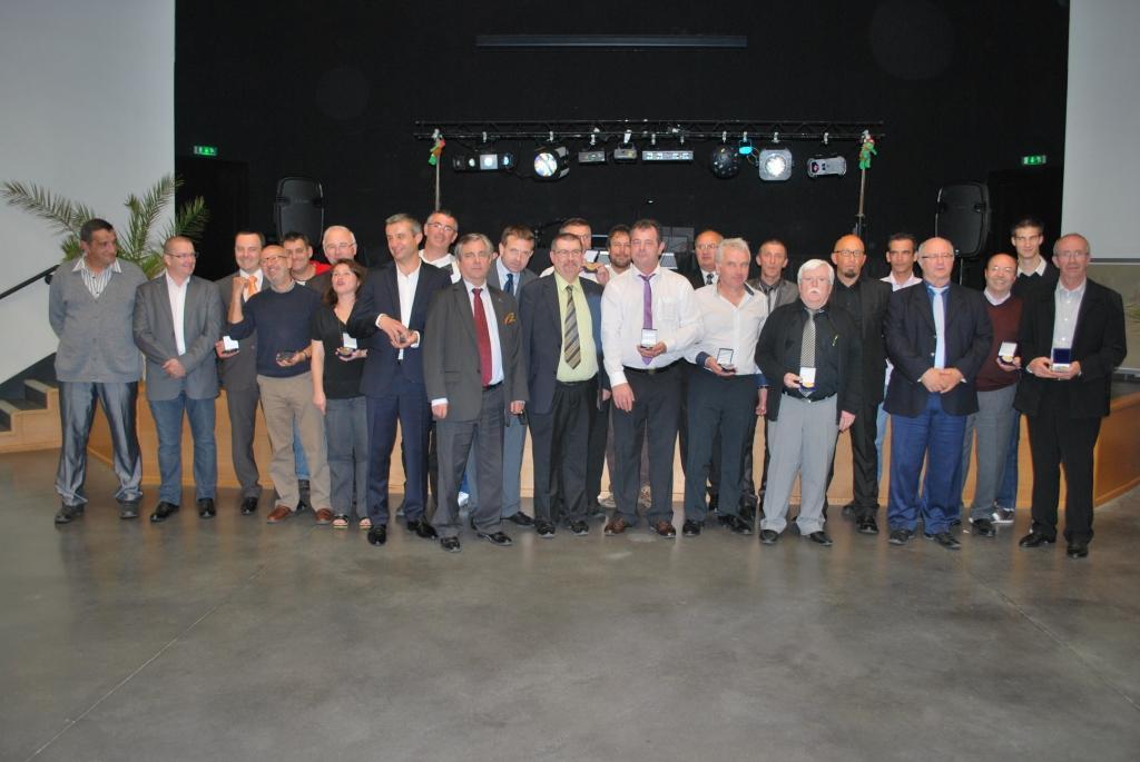 Les médaillés avec les Présidents de la SR, des SD et d'Henri Monteil, Président de la Ligue du Centre Ouest
